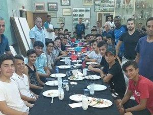 Hamitköy gençleri yemekte buluştu