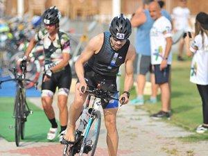 Triatlon sporcularına seminer veriliyor