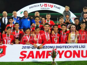 U15'te şampiyon Baf