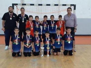 Dikmen ve Atatürk İlkokulu şampiyon