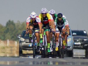 Pedallar yol yarışında döndü