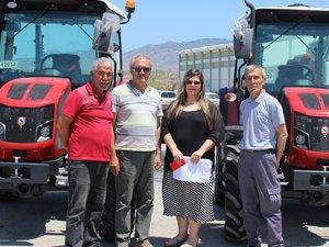 Saha bakımı için iki yeni traktör
