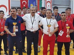 Güreşte birincilik Türkiye'nin