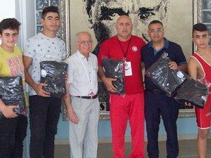 Güreşseverler Derneği'nden Şahlan Spor'a destek