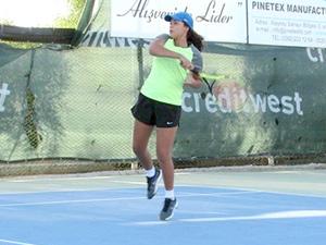 Teniste ertelenen maçlar oynanıyor