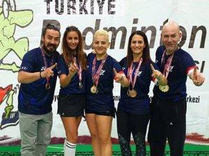 Badmintoncularımız Ankara'da madalyaları topladı