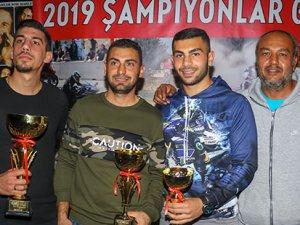 Şampiyonlar ödüllerini aldı