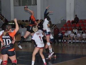 Lidere üçüncü mağlubiyeti Esentepe'den: 33-26