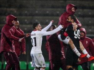 24 penaltının atıldığı maçta kazanan Milan