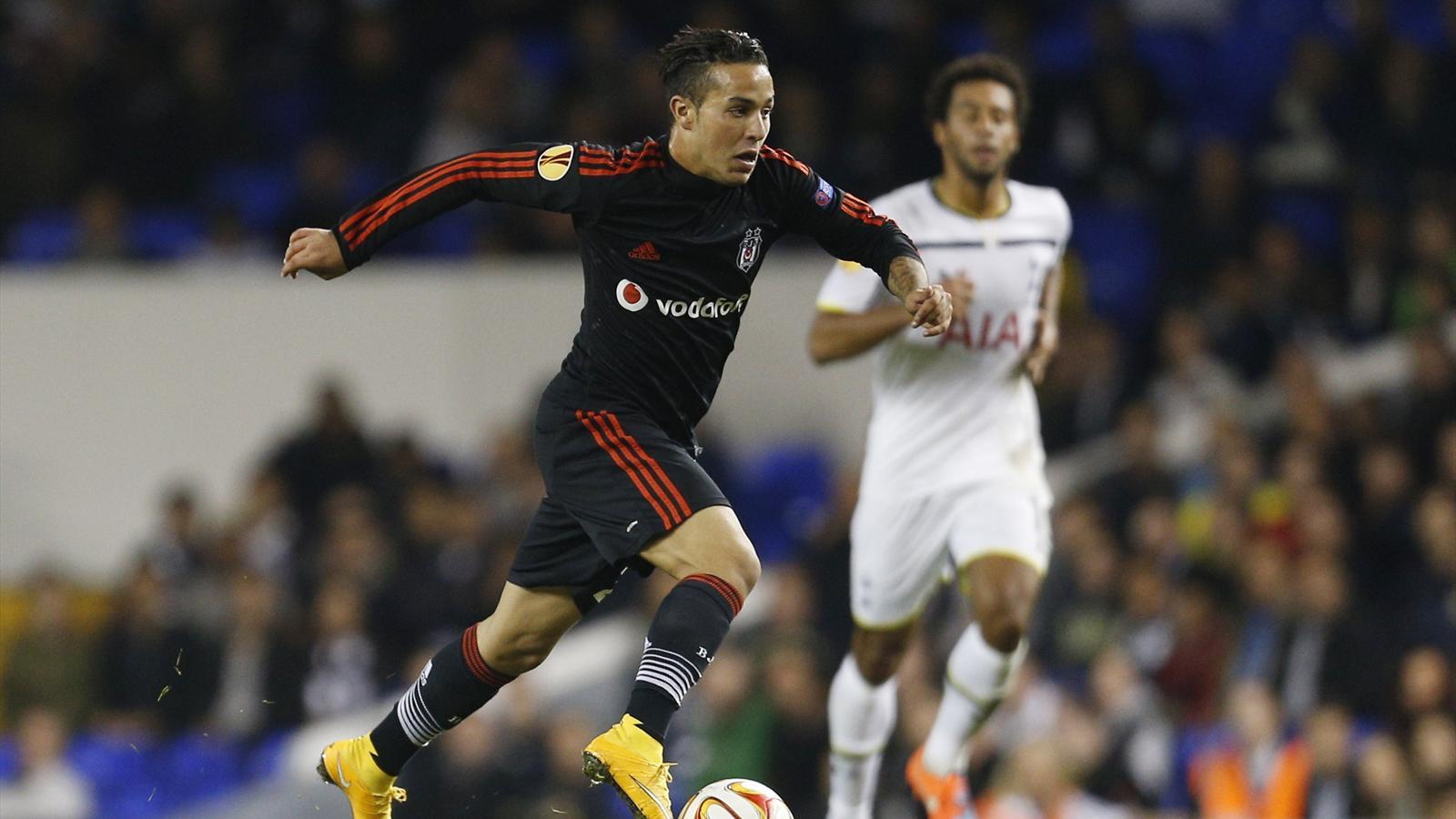 Beşiktaş'ın 2013 yılında Fulham'dan renklerine bağladığı Kerim Frie Yeniden Adaya Dönüyor