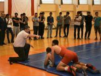 Üniversiteli öğrencilere güreş tanıtıldı
