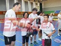 Badmintonda iki toplum bir araya geldi