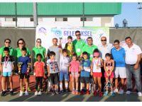 Tenis'de küçük yaş grupları yarıştı