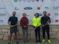 Teniste erteleme maçları oynandı