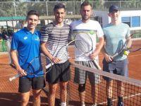 Teniste ödüller veriliyor