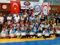 Badmintonda sıra gençlerin