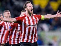 İrlandalı futbolcu yasa boğdu