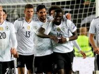 Almanya zirveyi korudu