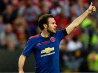 Juan Mata, United ile uzattı