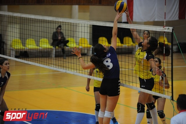Liselerarası Voleybol Şampiyonası (Yarı Final) 18