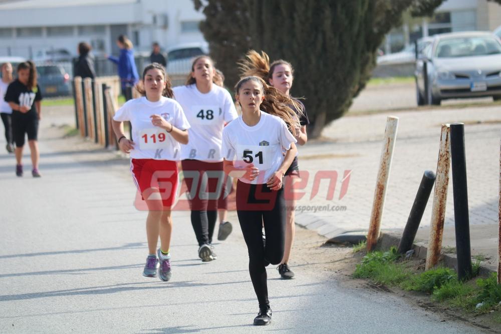 Geleneksel yarışlarda koştular 11