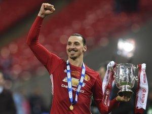 Zlatan attı, United kazandı
