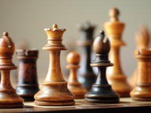Satrançta ilk hamleler yapılıyor
