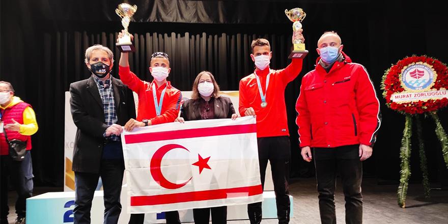 Tazegül ve Kurt Trabzon'da kürsüde