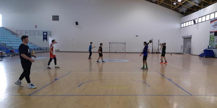 Hentbolda antrenmanlar kurallar çerçevesinde yapılıyor