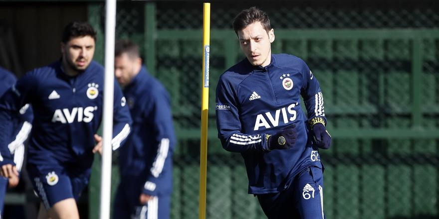 Mesut Özil sahalara dönüyor