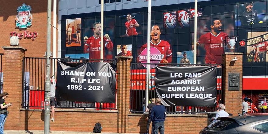 Liverpool taraftarları tepkili: Ruhlarını sattılar