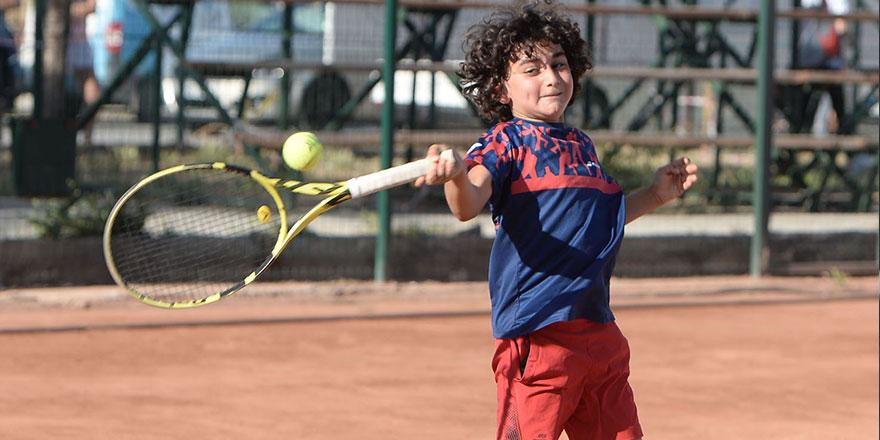 Teniste yarı final heyecanı yaşandı