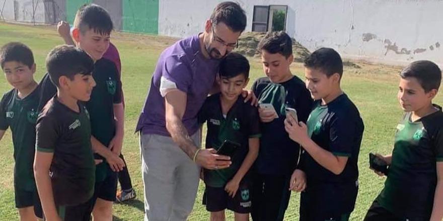 Hekimoğlu'ndan Küçük Kaymaklı Futbol Akademisi'ne ziyaret