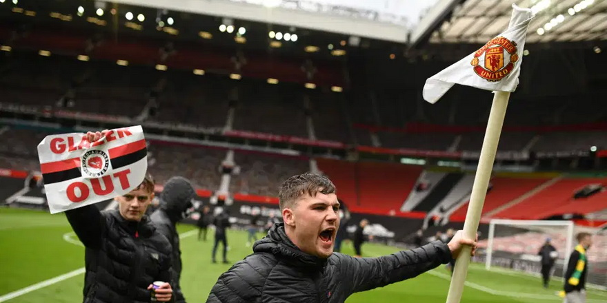 United taraftarları Old Trafford'u bastı