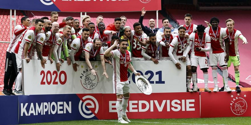 Hollanda'da ipi Ajax göğüsledi