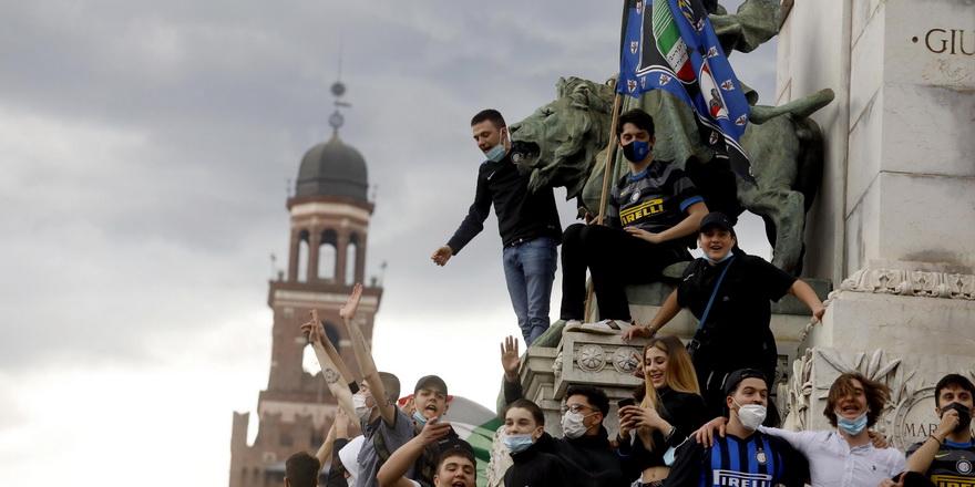 Inter taraftarı şampiyonluğu kutladı