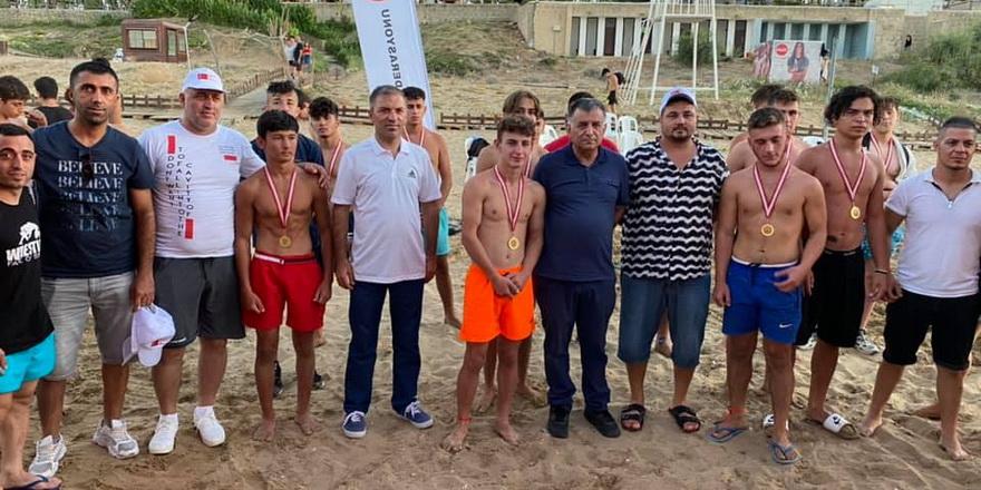 Plaj Güreşi Turnuvası Yenierenköy'de yapıldı