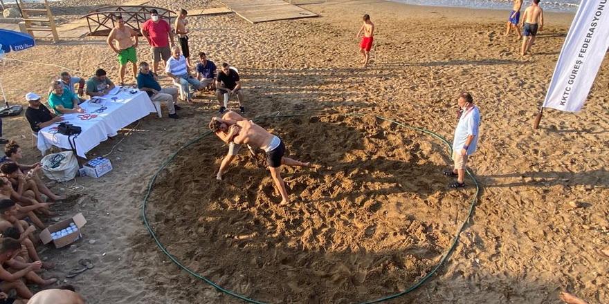 Güreş Tatlısu'da plaja indi