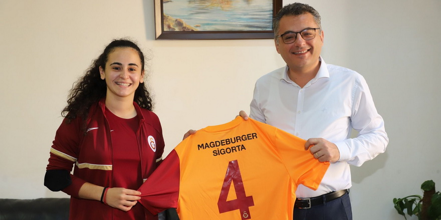 Kara'dan Erhürman'a Galatasaray forması