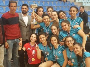 Genç kızların şampiyonu Çamlık