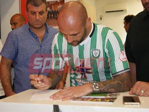 Billy Mehmet imzayı attı