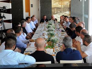 Özgürgün, kulüp başkanlarıyla kahvaltı yaptı